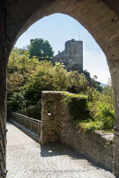 Blick von Burg Sterrenberg auf Burg Liebenstein - Bild Nr. 201404132846