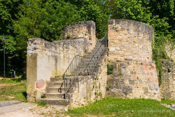 Ruine Landskron: Stumpf des Bergfrieds - Bild Nr. 201404190010