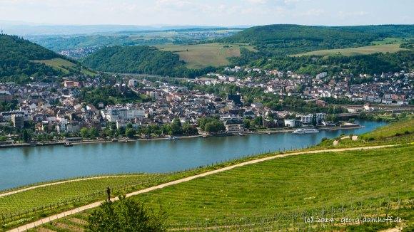 Blick vom Niederwalddenkmal auf den Rhein und die Stadt Bingen - Bild Nr. 201405040308