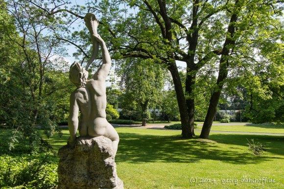 Triton-Skulptur im Mainzer Stadtpark - Bild Nr. 201405180464