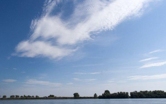 Wolken über dem Rhein - Bild Nr. 201407060962