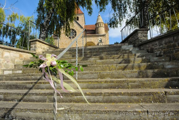 Hochzeitsdekoration am Treppengeländer - Bild Nr. 201408303569