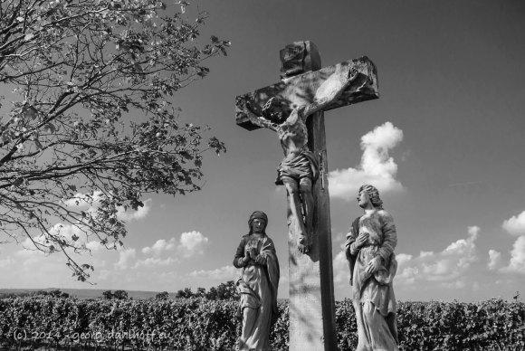 Kreuzigungsgruppe vor der Klausenbergkapelle - Bild Nr. 201409163697
