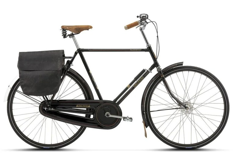 """The """"Tourist De Luxe"""" in black from Raleigh in Denmark."""
