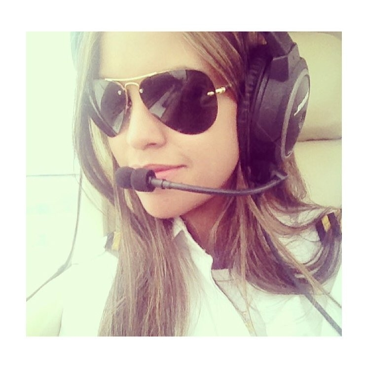 When I'm rich, you'll be my pilot. 😎 regram @voecomelas A piloto de avião, Raphaela Vieira! 💁🏻✈️ ⠀ The airplane pilot, Raphaela Vieira! 💁🏻✈️ ⠀  #goproflight #elasnocomando #avporn #flyght #instaaviation #flying #avgeek #airport #aviation #angulodeataque #pilotlifestyle #instapilot #pilotgirl #aviacao #fly #piloto #femalepilot #pilot #pilotlifestyle #angulodeataque  #aviation #airport #flying #avgeek #instaaviation #avporn #flyght