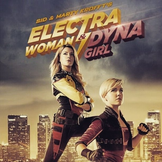 Electra woman and Dyna girl. Okay this superhero movie was so much fun! The dialogue is hilarious, the meta commentary great and the production is excellent. regram @_xexu No me puedo creer que se me haya olvidado que la estrenaban hoy!! / I cant believe I forgot about this being released today #ewdg #electrawoman #dynagirl #electrawomananddynagirl #comedy #humour #action #superheroes #contentcreators #funny #youtubers #gracehelbig #grace #hannahhart #funnychicks #womenarefunny #girlsarefun #youtube