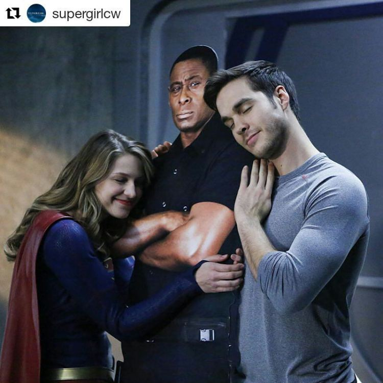 Jonzy, so huggable. 😏 #Repost @supergirlcw ・・・ There's room for every hero on #Supergirl. Watch the latest episode now, available on The CW App! Click the link in the bio.#jonnjonzz #freehugs