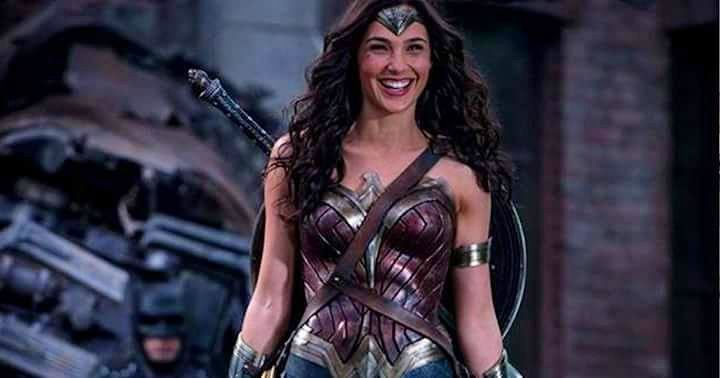 Happy International Women's Day, with a rare smile from Wonder Woman and a photobomb by Batman #womensday #wonderwoman #batman #smiling #photobomb #dc #superhero