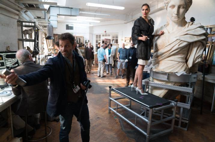 I have no idea what is happening here. #zacksnyder #galgadot #bts #cinema #justiceleague #dc #wonderwoman #statue #