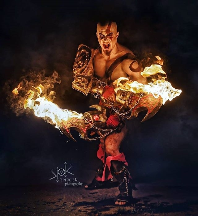 God of War. Check out this mythographer regram   @spiroskphotography #SpirosKphotography presents @leobane as #Kratos #godofwar #cosplay from the game of the same name. Taken at #fotoconbytechland 2017. Real #flames By the awesome @mate_playingwithfire #fotocon #fotocon2017 #photoshoot #naturallight