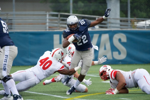Football fails to overcome early deficit in home opener