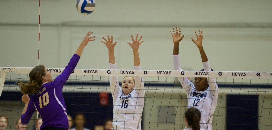 Volleyball splits pair of games on final day of Georgetown Invitational