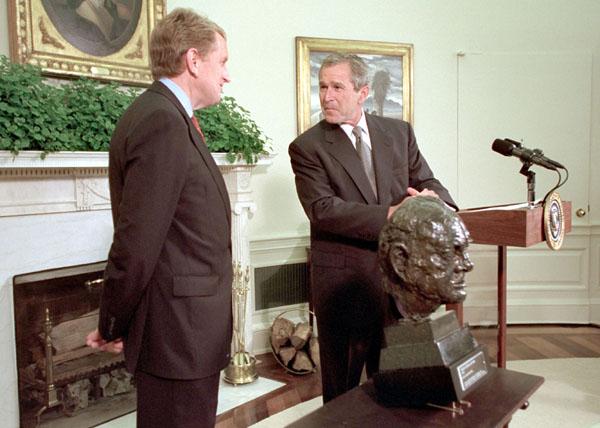 President Bush accepts a bust of Sir Winston Churchill ...