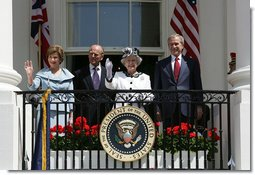 President Bush Welcomes Her Majesty Queen Elizabeth II to ...