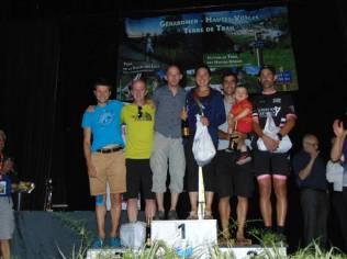 Le podium du 56 km par équipe