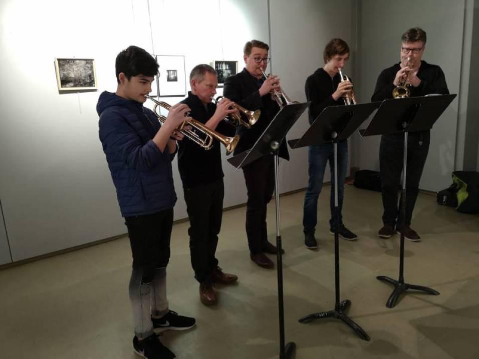 Un vernissage une fois de plus accompagné de musique avec les élèves de la classe de trompette venus interpréter quelques classiques emprunter au répertoire cinématographique.