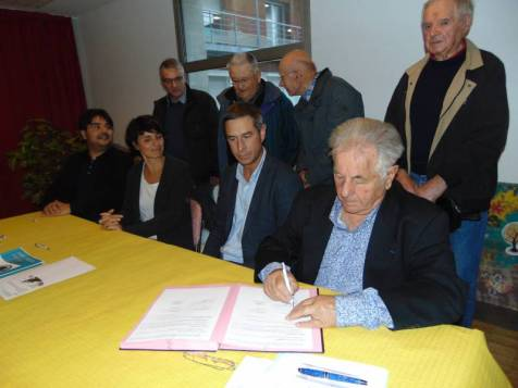 Archive (signature de la convention entre l'ASGH et l'hôpital)