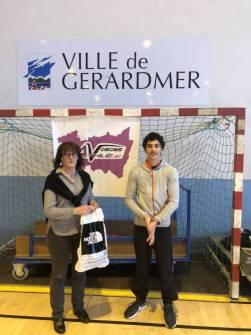Léo en compagnie de l'adjointe aux sports Nadine Bassière.