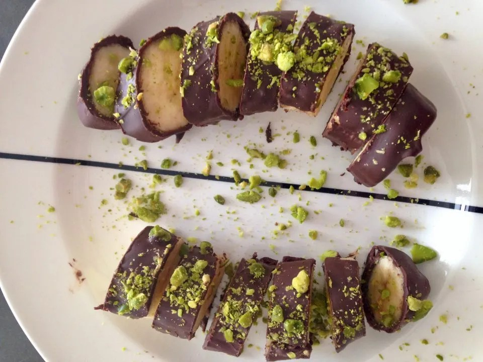 pistachio chocolate banana sushi