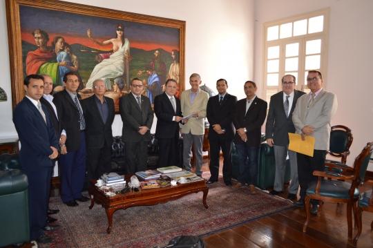 Presidente do TJMA recebe representantes de projetos da ação social da Maçonaria.