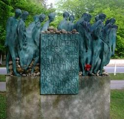 Hubertus von Pilgrim 'Todesmarsch'-Skulptur Grünwald (3)