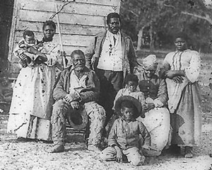 image of slaves on plantation