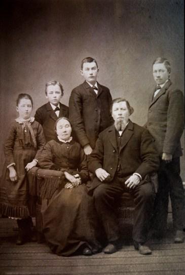 Albertina & Joachim Lueder with children L-R Martha, William, Albert & Otto