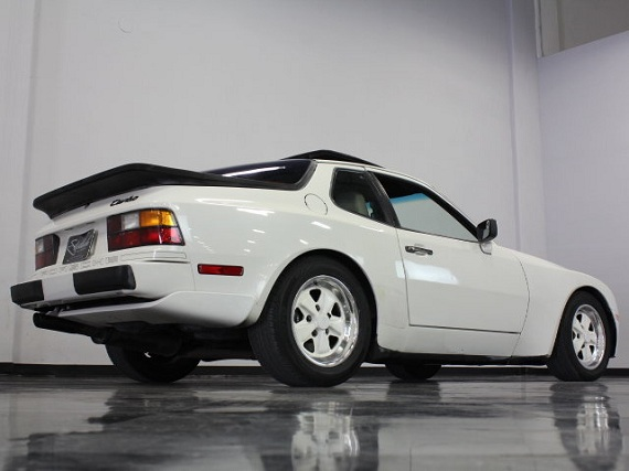 white christmas sunday 1986 porsche 944 turbo german cars for sale blog. Black Bedroom Furniture Sets. Home Design Ideas