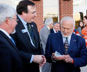 Marc Wheat tells Buzz Aldrin about his Germanna ancestry.