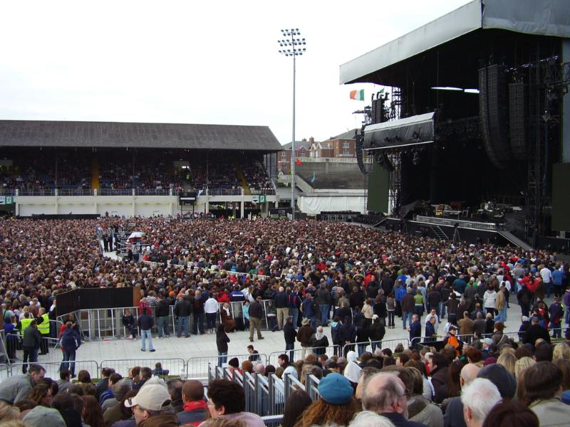 crowd-from-dublin-from-right