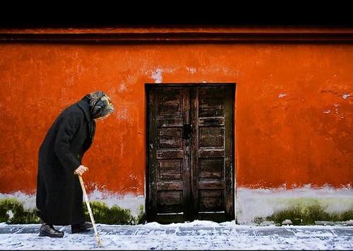 Αποτέλεσμα εικόνας για ξυπόλυτος στο χιόνι.