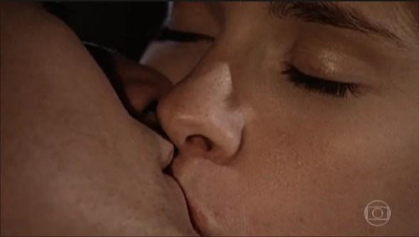 Camila e Edu em Laços de Família (Foto: Reprodução)
