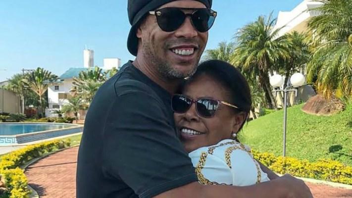 Ronaldinho Gaúcho revela que sua mãe, Miguelina Elói, foi internada após contrair o coronavírus (Foto: Reprodução)