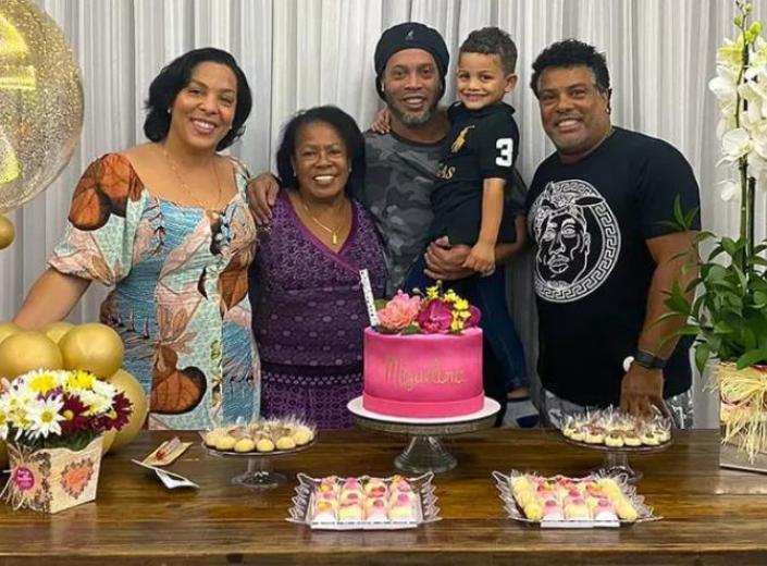 Ronaldinho Gaúcho revela que sua mãe foi internada após contrair o coronavírus (Foto: Reprodução)