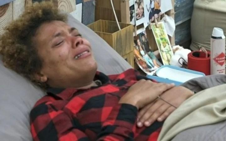 Lidi Lisboa chora após jumenta ir embora (Foto: Reprodução)