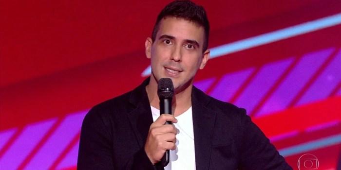 André Marques no comando do The Voice Kids; apresentador é substituto de Tiago Leifert no BBB21 (Foto: Reprodução/Globo)