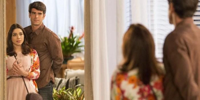 Felipe (Marcos Pitombo) se declara para Shirlei (Sabrina Petraglia) em Haja Coração (Foto: Felipe Monteiro/Globo)