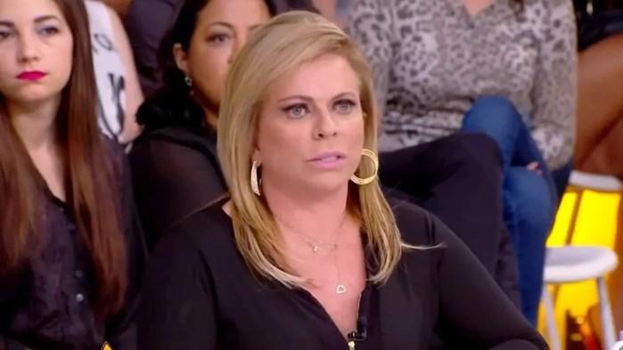 Christina Rocha fica chateada em programa por ter que falar sobre machismo