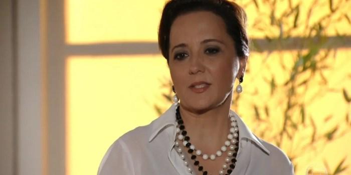 Guiomar (Cláudia Netto) é escorraçada pelo filho (Foto: Reprodução/TV Globo)