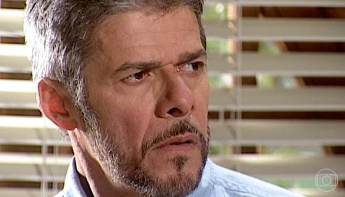 Pedro (José Mayer) se revolta com revelação de Helena em Laços de Família (Foto: Reprodução/TV Globo)
