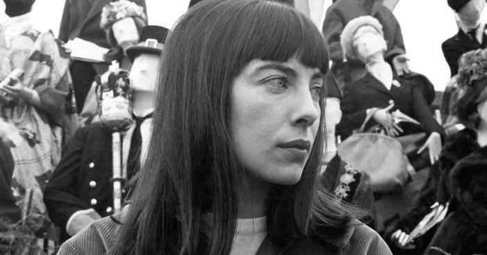 """Patricia Healey em """"The White Bus"""" (Foto: Reprodução)"""