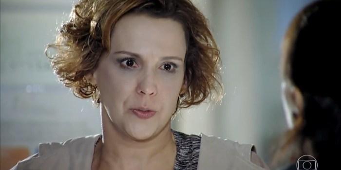 Eva (Ana Beatriz Nogueira) acusa Manu (Marjorie Estiano) de roubar a vida da irmã em A Vida da Gente (Foto: Reprodução/TV Globo)