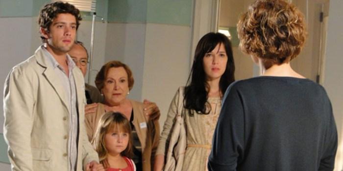 Rodrigo (Rafael Cardoso) e Manu (Marjorie Estiano) levam lição de Eva em A Vida da Gente (Foto: Reprodução/TV Globo)