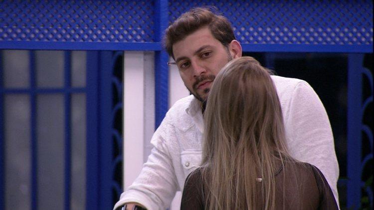BBB21: Carla Diaz e Caio conversam após Jogo da Discórdia (Foto: Reprodução)