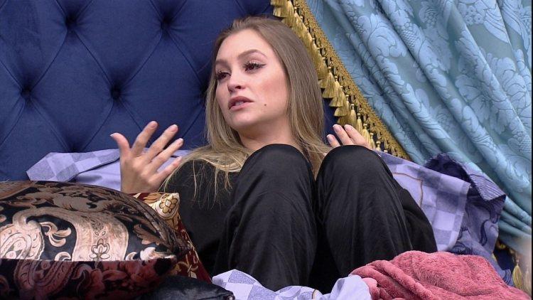 Carla Diaz dorme separada de Arthur no BBB21 (Foto: Reprodução)