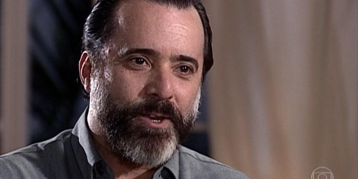 Miguel (Tony Ramos) dá emprego para Capitu (Giovanna Antonelli) em Laços de Família (Foto: Reprodução/TV Globo)
