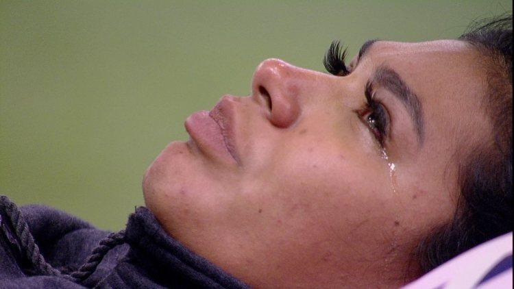 BBB21: Pocah chora e pensa em desistir de programa, e Arthur a consola (Foto: Reprodução)