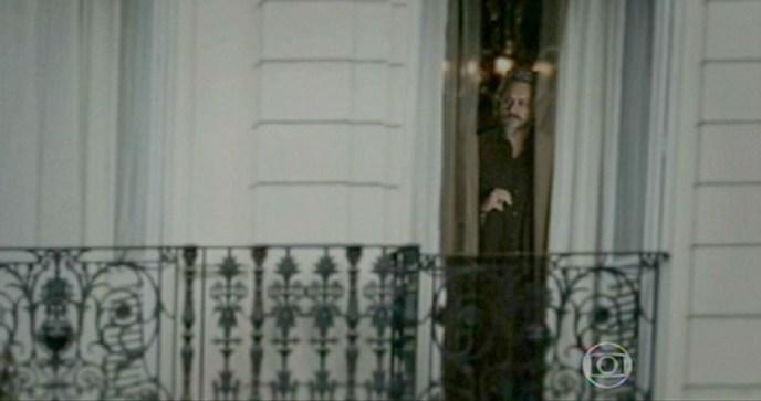 Homem de Preto aparece como fantasma em janela em Império (Foto: Reprodução)