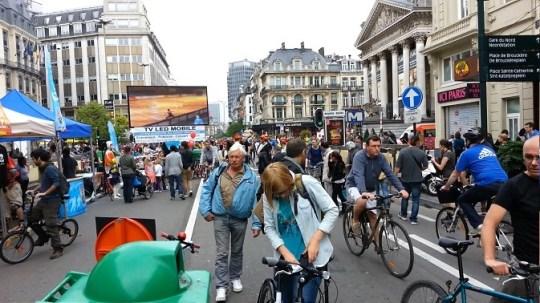 Brussel massaal op de fiets tijdens autoloze zondag
