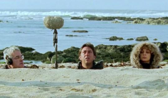 Arabian Nights (regisseur Miguel Gomes midden in het zand)